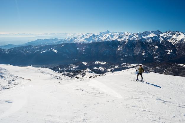 Back country skiing in scenic alpine setting Premium Photo