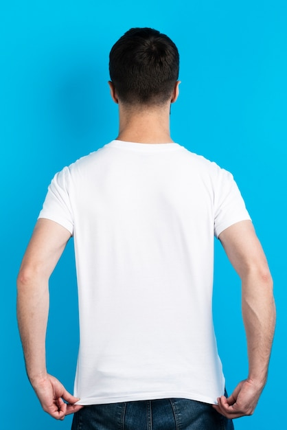Back view of man in simple t-shirt Free Photo