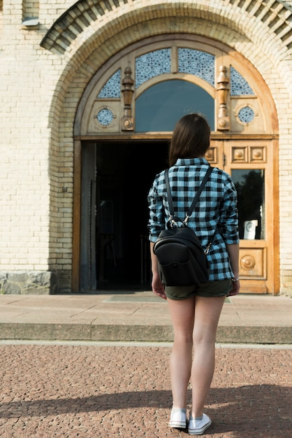 Back view of teenage girl going to school Free Photo