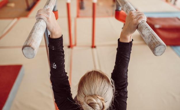 Тренировка женщины вид сзади Бесплатные Фотографии