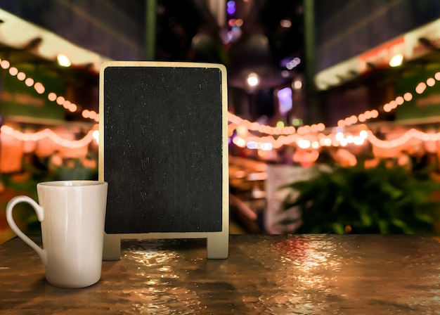 Backboard wood label with cup on the table with bokeh background Premium Photo