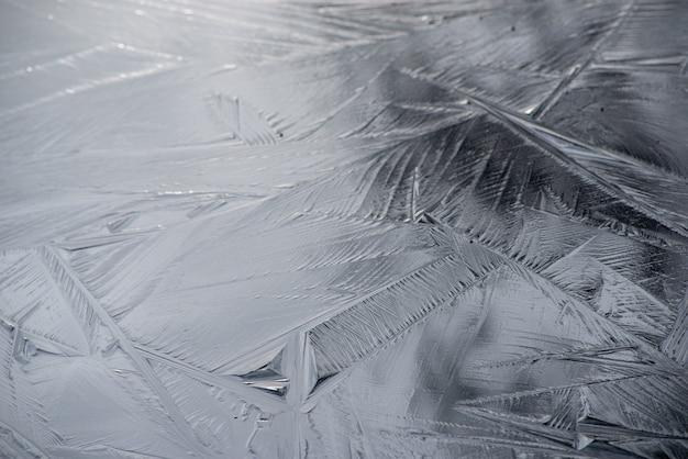 아름다운 크리스탈 패턴으로 서리로 덥은 표면의 배경 무료 사진