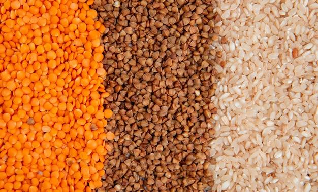 ひき割り穀物の種類の背景赤レンズ豆ソバと米上面図 無料写真