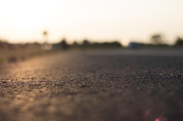 夕方の日差しと空の道の背景 Premium写真