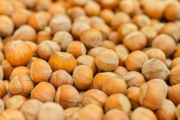 Фоновая текстура орехов фундука. Premium Фотографии