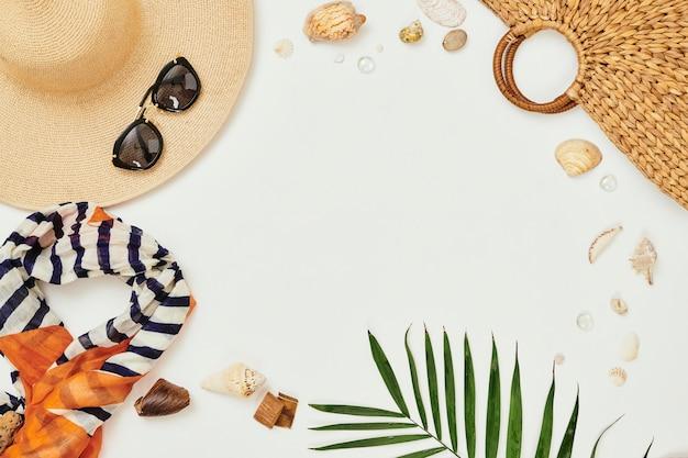 Фоны из летних вещей Premium Фотографии