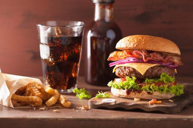 Bacon cheese burger with beef patty tomato onion cola Premium Photo