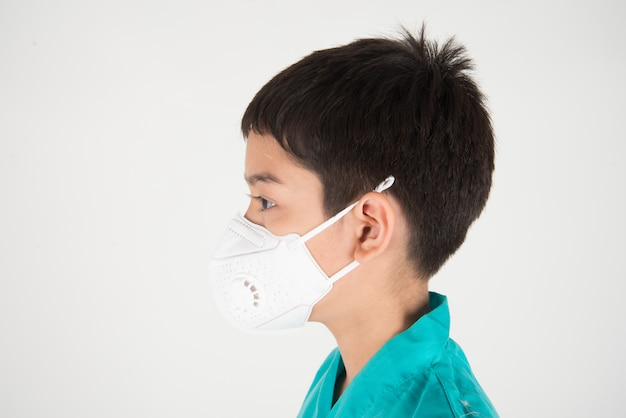 Bad polution air quality dangerous levels for kid get sick, boy wear mask protect from dust pm 2.5 Premium Photo