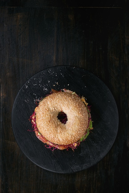 Bagel with salmon and egg Premium Photo