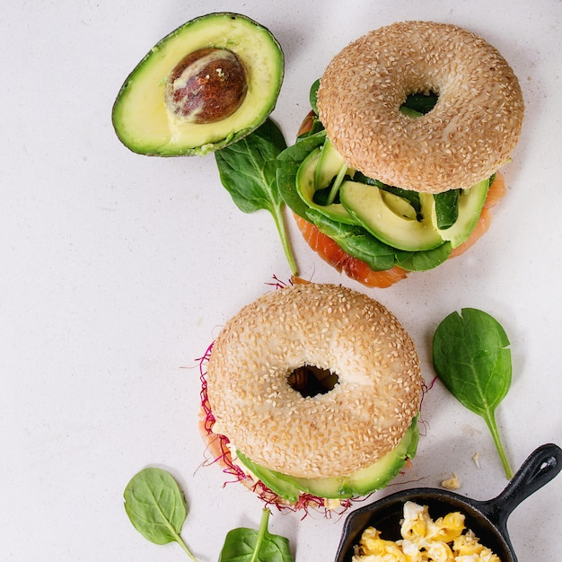 Bagels with salmon and egg Premium Photo
