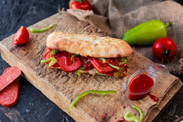 Baguette  sandwich with sucuk and vegetables Free Photo