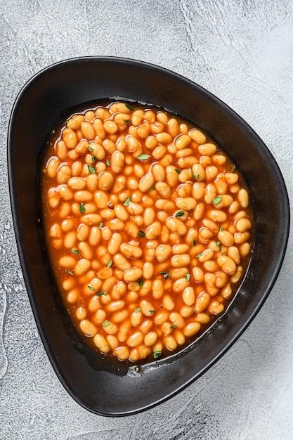 プレートのトマトソースでベイクドビーンズ Premium写真
