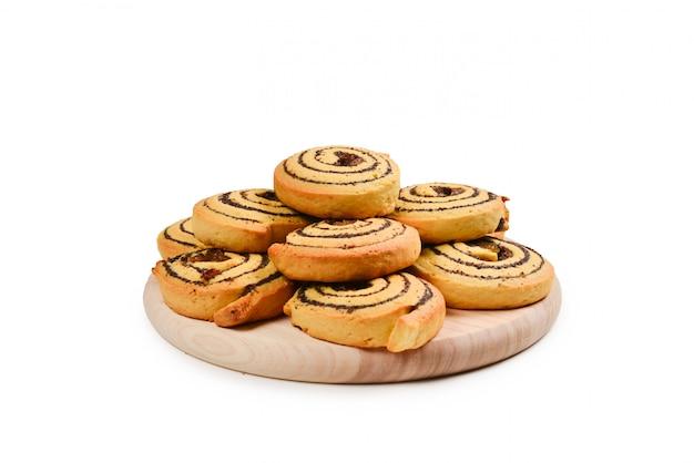 レーズンとケシの実の焼きたてのクッキー Premium写真