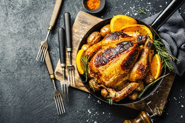 Baked whole chicken with spices on pan Premium Photo
