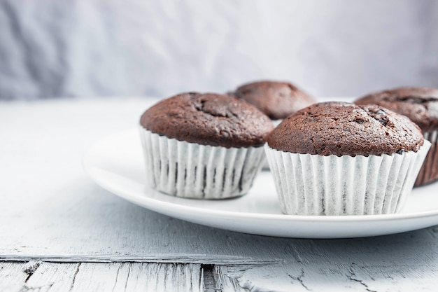 Bakery chocolate cupcakes in a dish Premium Photo