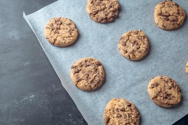 Baking chocolate biscuits Premium Photo