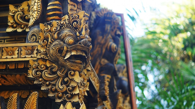 Balinese building with gate guardian statue Premium Photo