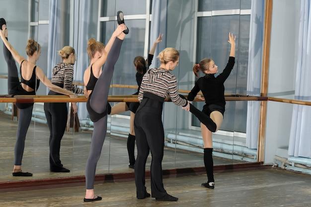 Ballet class in studio with choreographer Premium Photo