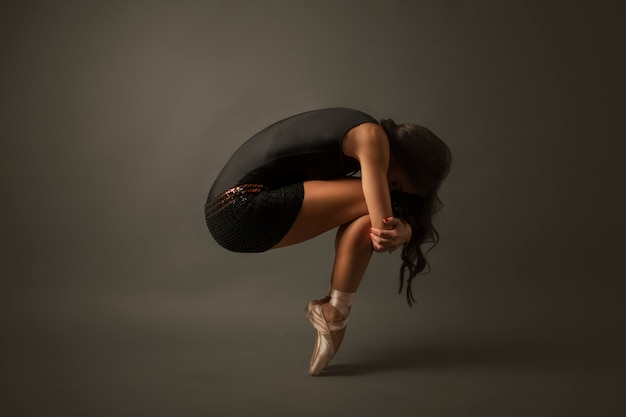 Ballet dancer dressed in black jersey Premium Photo