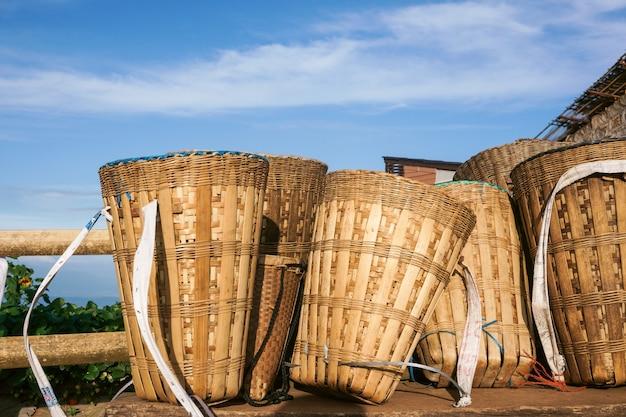 Бамбуковая корзина горного племени Premium Фотографии
