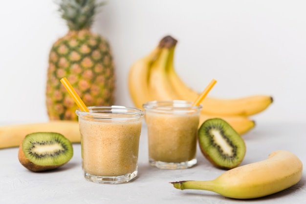 Banana and kiwi smoothies Free Photo