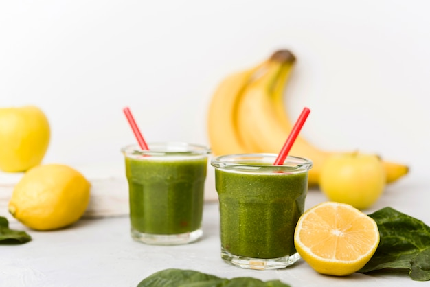 Banana and spinach smoothies Free Photo