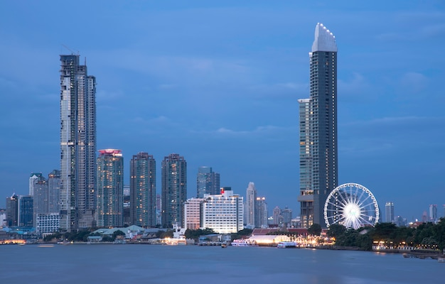 Bangkok business building, condomenium and hotel near the