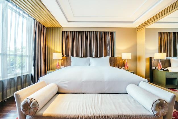 BANGKOK, THAILAND - AUGUST 12 2016: Beautiful luxury bedroom int Free Photo
