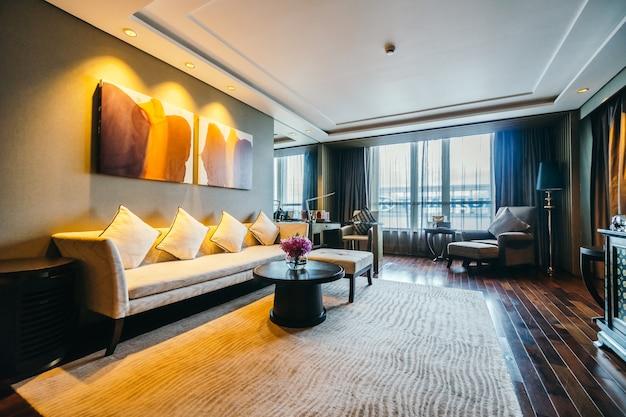 BANGKOK, THAILAND - AUGUST 12 2016: Beautiful luxury living room Free Photo