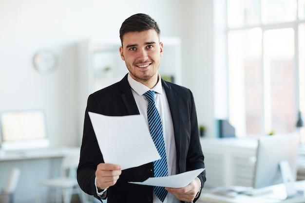 Premium Photo | Banker in office