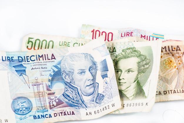 Банкноты из италии. итальянская лира 10000, 5000, 2000, 1000. Premium Фотографии