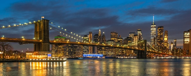 Banner and cover scene of new york cityscape with brooklyn bridge over the east river Premium Photo