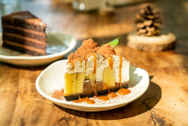 Banoffee cake with caramel Premium Photo