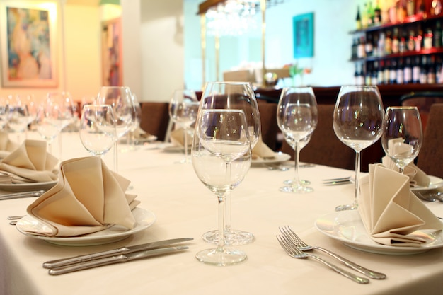 Banquet table with restaurant serving Free Photo
