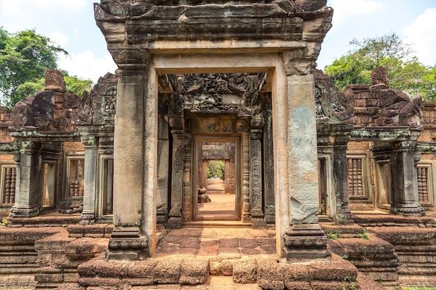 Храм бантей самре в ангкор-ват в сием рипе Premium Фотографии