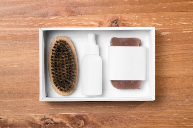 Инструменты для ухода за парикмахерской в белой упаковочной коробке Бесплатные Фотографии
