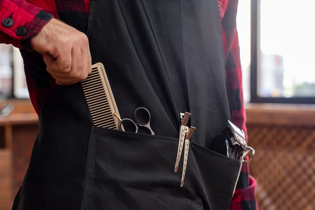 Barber with tools waiting for client Free Photo
