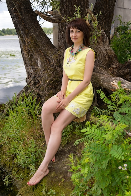 https://image.freepik.com/free-photo/barefoot-woman-shore-lake_99272-2195.jpg