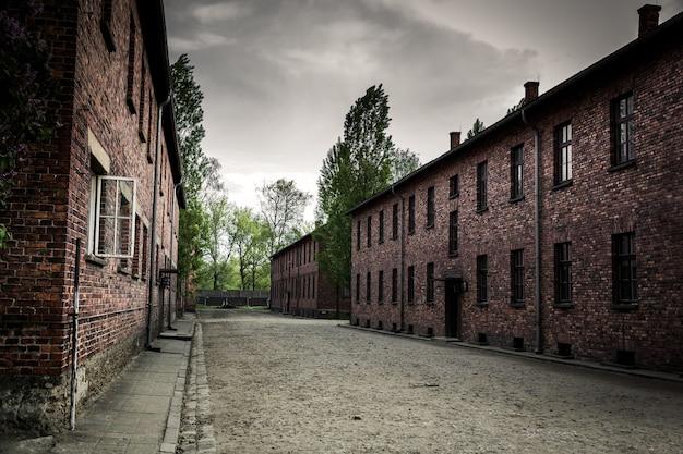 Казармы на территории немецкого концлагеря аушвиц ii, биркенау, польша Premium Фотографии
