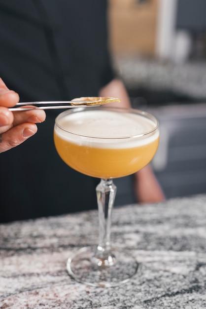 Bartender preparing a refreshing cocktail Free Photo