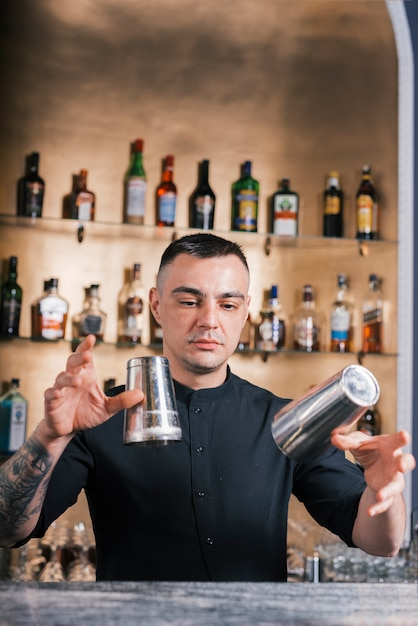Bartender preparing a refreshing cocktail Free Photo