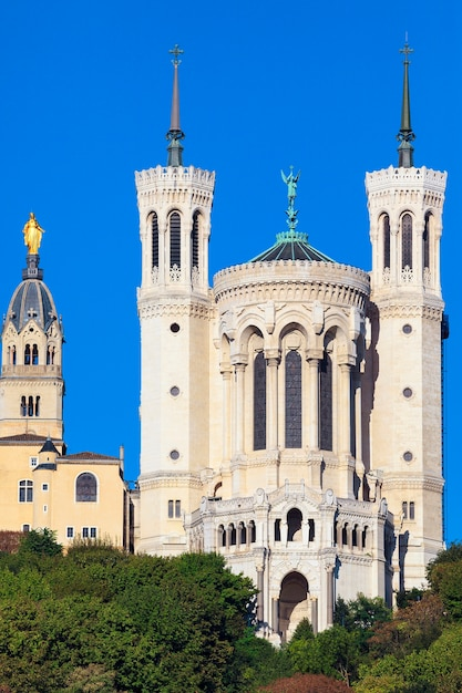 Базилика нотр-дам де фурвьер в лионе Бесплатные Фотографии