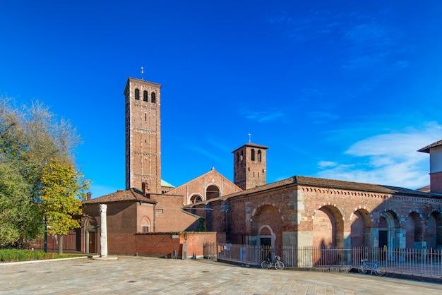 Базилика святого амвросия (сант-амброджо) милан, италия Premium Фотографии