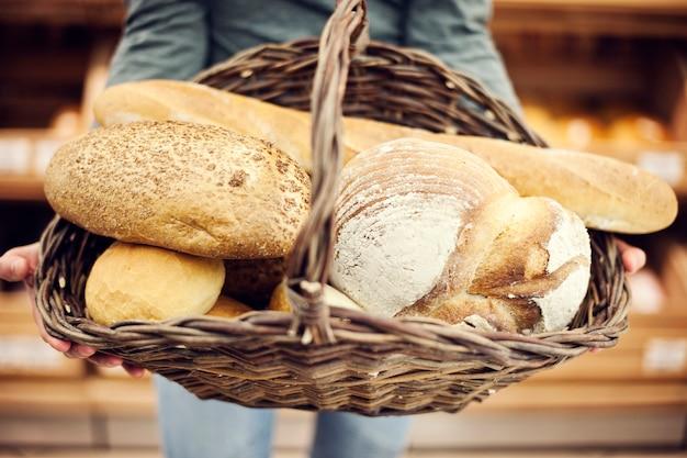 Basket filled baking bread Free Photo