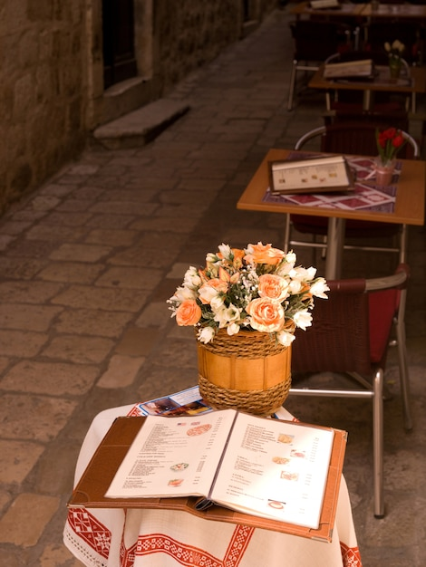 Basket of flowers on a table in dubrovnik Premium Photo