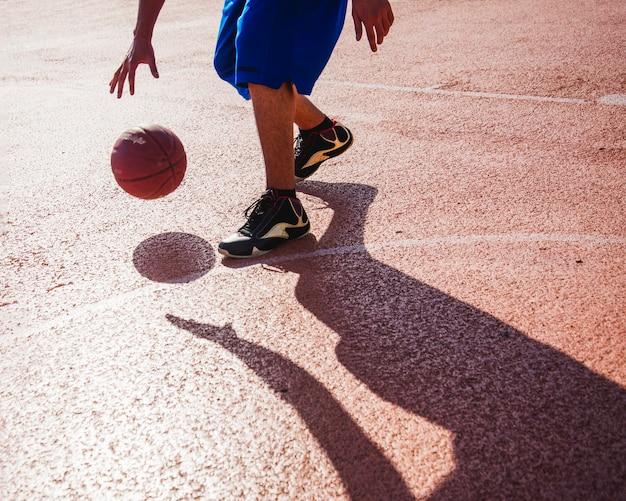 Basketball player dribbling Free Photo
