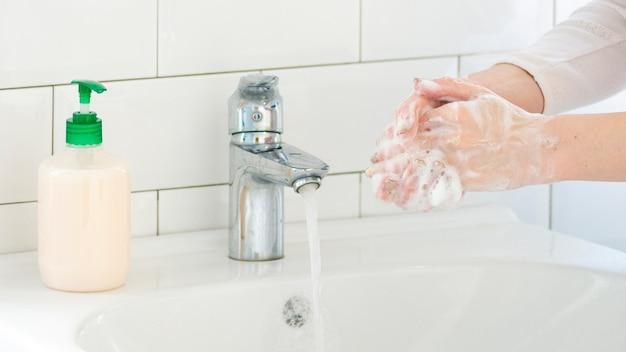 cuci tangan rutin pakai sabun