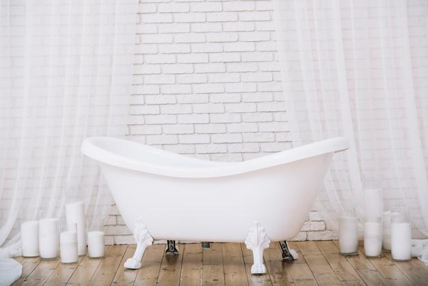 Bathtub for a relaxing bath in a spa Free Photo