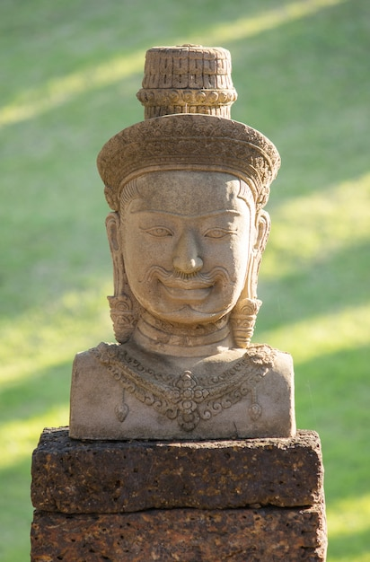 Statua di bayon faccia di pietra, angkor wat, cambogia Foto Gratuite