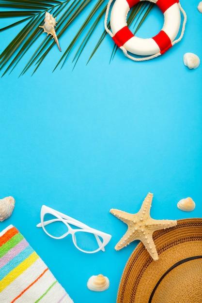 ヤシの葉のビーチアクセサリー Premium写真